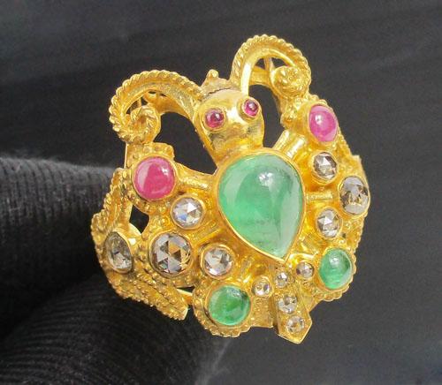 แหวน 3 สี ฉลุลาย ผีเสื้อ ฝังเพชรซีกลูกโลก ทอง90 งานเก่า สวยมาก นน. 8.58 g