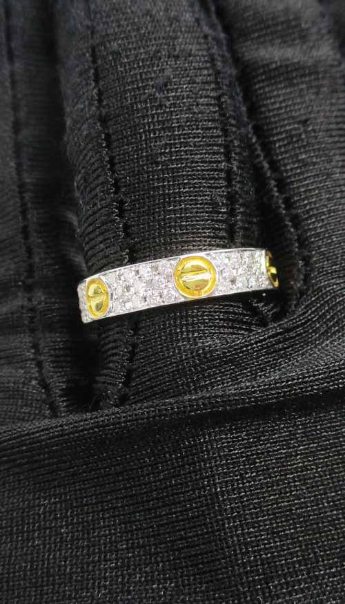 แหวน เพชร 3 แถว ตัดลาย เพชร 66 เม็ด 0.50 กะรัต ทอง18K 2 กษัตริย์ งานสวยมาก นน. 5.40 g 3