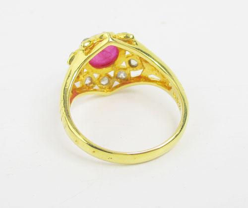 แหวน ทับทิม หลังเบี้ย ทรงบัวคว่ำ ล้อมเพชรซีกลูกโลก ทอง90 งานสวยมาก นน. 5.76 g 2