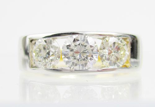 แหวน แหวน เพชรแถว ฝังสอด เพชร 3 เม็ด 1.30 กะรัต ทอง90 งานสวยมาก นน. 6.45 g 1
