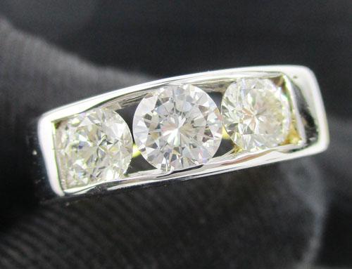 แหวน แหวน เพชรแถว ฝังสอด เพชร 3 เม็ด 1.30 กะรัต ทอง90 งานสวยมาก นน. 6.45 g
