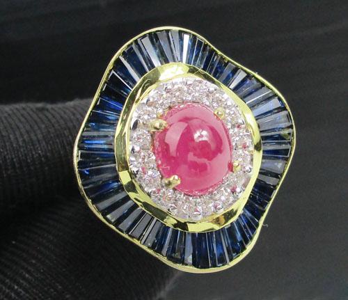 แหวน ทับทิม หลังเบี้ย ล้อมไพลินแทปเปอร์ เพชร 16 เม็ด 0.32 กะรัต ทอง18K งานสวยมาก นน. 13.66 g