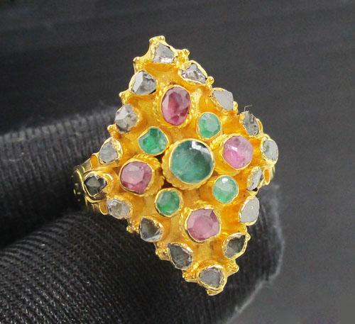 แหวน 3 สี ทรงมาคีย์ ทับทิม มรกต เพชรซีก ทอง90 งานสวยมาก นน. 5.76 g