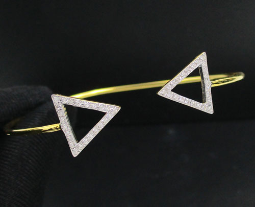 กำไล เพชร สามเหลี่ยมไขว้ เพชร 48 เม็ด 0.28 กะรัต ทอง90 งานสวยมาก นน. 2.81 g