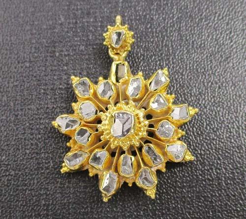 จี้ เพชรซีก กะรจุกพิกุล ฉลุลาย ทอง90 งานสวยมาก  นน. 4.84 g