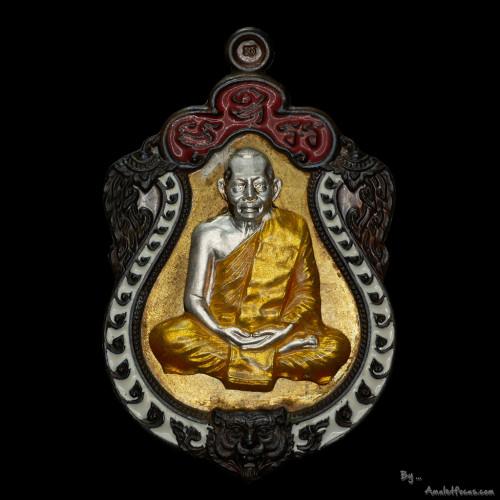 เหรียญเสมาฉลองอายุครบ 6 รอบ ลพ.สาคร ปี53 แยกชุด ก.ก พื้นทองฝาบาตร ขอบนวโลหะ องค์เงิน หมายเลข 102
