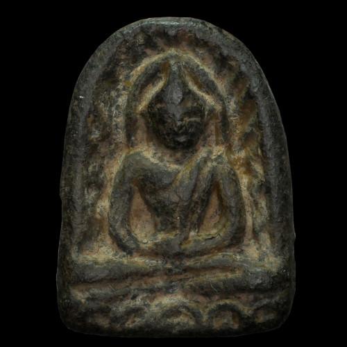 พระซุ้ม ก หลวงปู่สรวง บ้านละลม  ดินปราสาทขอมผสมผงใบลาน  แช่น้ำมนต์ เนื้อดินดำ ปลุกเสกปี ๑๙