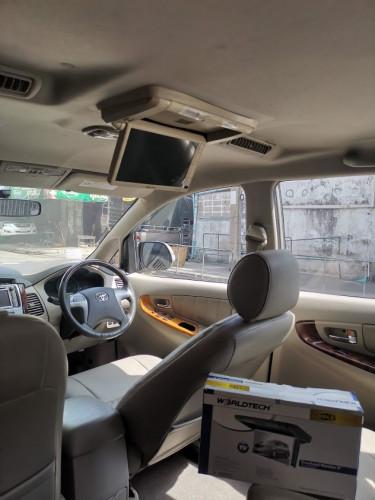 รถครอบครัว SUV , รถตู้ ที่เดิมๆมาไม่มีจอแถวหลัง ก็มาใส่จอ tv roof monitor เพิ่มเติมกันได้นะครับ คันน