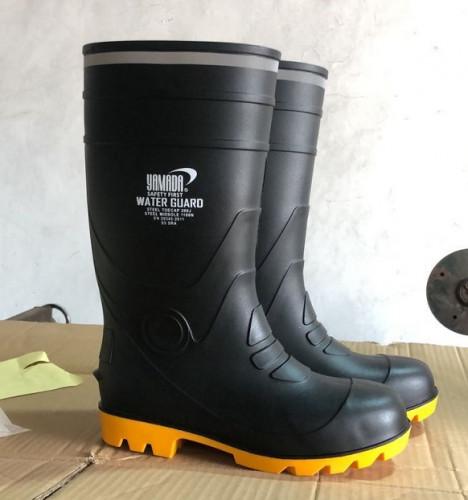 รองเท้าบู๊ทยางหัวเหล็ก  รุ่น Water Guard