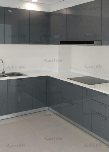 ชุดครัว Built-in โครงซีเมนต์บอร์ด หน้าบาน Hi Gloss สีเทาเงา - ม.ภัสสร