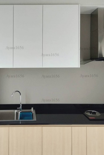 ชุดครัว Built-in โครงซีเมนต์บอร์ด หน้าบาน Melamine สีลายไม้ + Hi Gloss สีขาวเงา