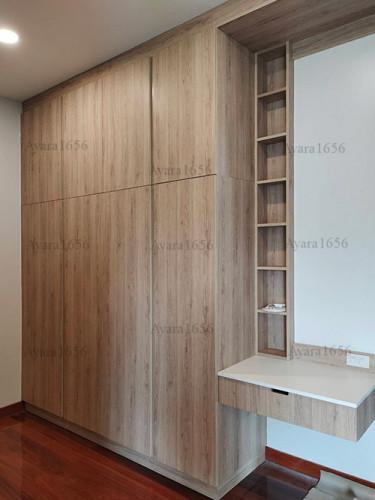 ตู้เสื้อผ้า Built-in โครงปาติเกิลกันชื้น หน้าบาน Melamine สีลายไม้