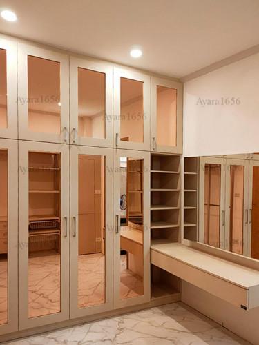 ตู้เสื้อผ้า Built-in โครงปาติเกิลกันชื้น หน้าบาน กระจกเงา Pink Gold + Melamine สีลายไม้