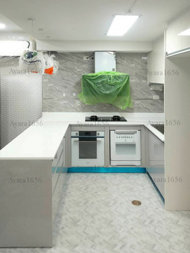 ชุดครัว Built-in โครงซีเมนต์บอร์ด หน้าบาน Hi Gloss สี PUGYG817 + PUCRG836