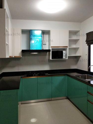 ชุดครัว Built-in โครงซีเมนต์บอร์ด หน้าบาน Hi Gloss สีเขียวเงา + สีครีมเงา Ivory 1