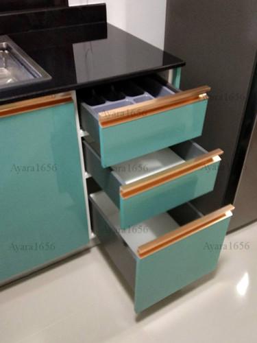 ชุดครัว Built-in โครงซีเมนต์บอร์ด หน้าบาน Hi Gloss สีเขียวเงา + สีครีมเงา Ivory 3