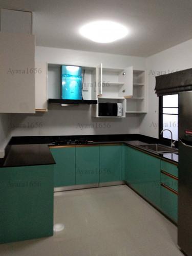 ชุดครัว Built-in โครงซีเมนต์บอร์ด หน้าบาน Hi Gloss สีเขียวเงา + สีครีมเงา Ivory