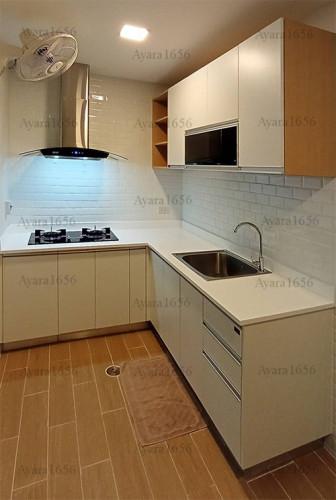 ชุดครัว Built-in โครงซีเมนต์บอร์ด หน้าบาน Melamine สีขาวด้าน - ม.The Trust