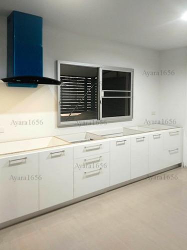 ชุดครัว Built-in โครงซีเมนต์บอร์ด หน้าบาน Melamine สีขาวเงา - ม.Town Plus