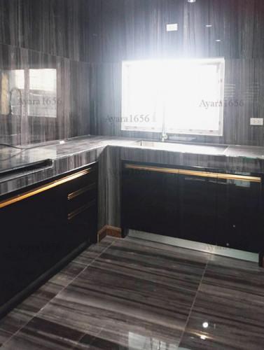 ชุดครัว Built-in โครงซีเมนต์บอร์ด หน้าบาน Hi Gloss สีดำเงา