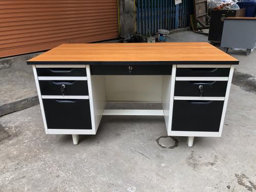 โต๊ะทำงานเหล็ก หน้าเมลามีน 4.5 ฟุต โต๊ะทำงานเหล็ก 4.5 ฟุต Grade B 138.8*72.2*75 cm ตรา Elegant