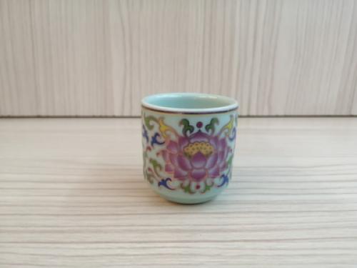 ถ้วยน้ำชาเดี่ยว(สีเขียว ลายบัวสี)[29]