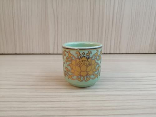ถ้วยน้ำชาเดี่ยว(สีเขียว ลายบัวทอง)[29]