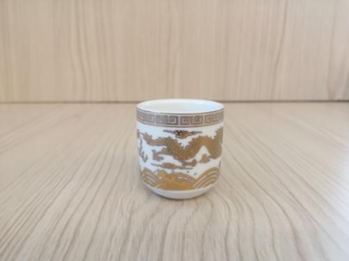 ถ้วยน้ำชาเดี่ยว(สีขาว ลายมังกร)[29]