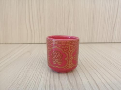 ถ้วยน้ำชาเดี่ยว(สีแดง ลายเหรียญ)[29]