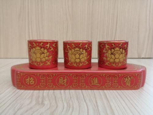 ชุดชา3ถ้วยสีแดง ลายบัวทองทรงเหลี่ยม[259]