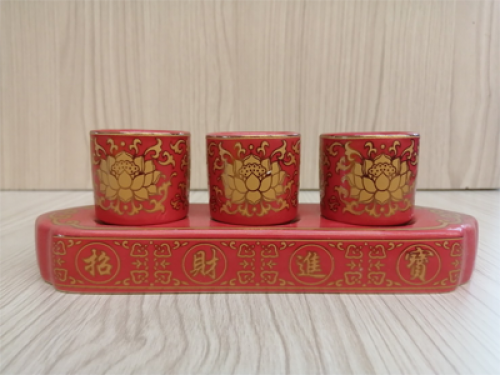 ชุดน้ำชา 3 ถ้วย สีแดง ลายบัวทองทรงเหลี่ยม
