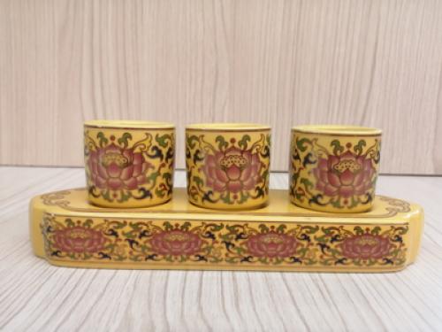 ชุดน้ำชา 3 ถ้วย สีเหลืองลายบัวศรีทรงเหลี่ยม