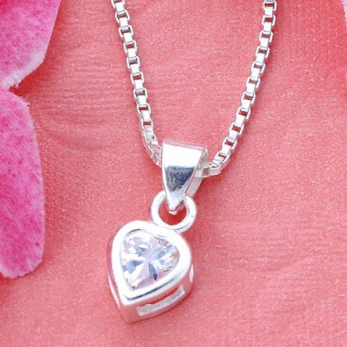 สร้อยคอลายอิตาลีพร้อมจี้หัวใจ ยาว 16 นิ้ว เหมาะสำหรับเป็นของขวัญมอบให้กับคนที่คุณรักค่ะ