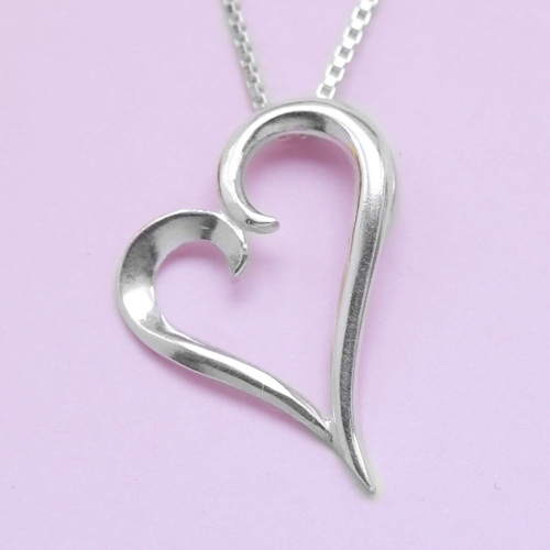 สร้อยคอลายอิตาลีพร้อมจี้รูปหัวใจ ความยาวของสร้อย 16 นิ้ว
