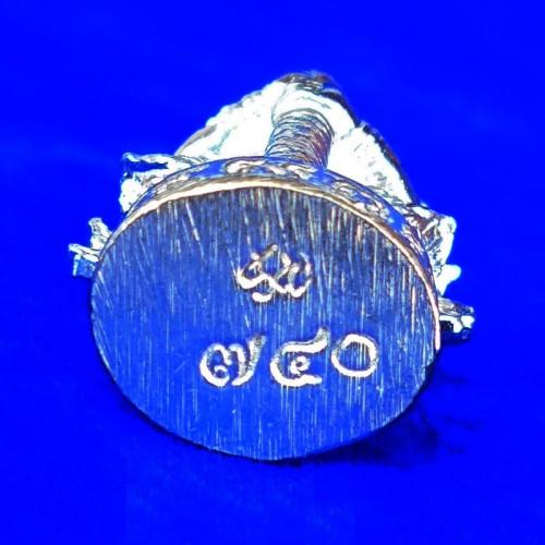 รูปหล่อท้าวเวสสุวรรณ รุ่นแรก วัดนางพญา รุ่นธงชัยจอมราชันย์ เนื้อสัตตะชุบเงิน เหมือนเนื้อเงิน ปี 2563 2