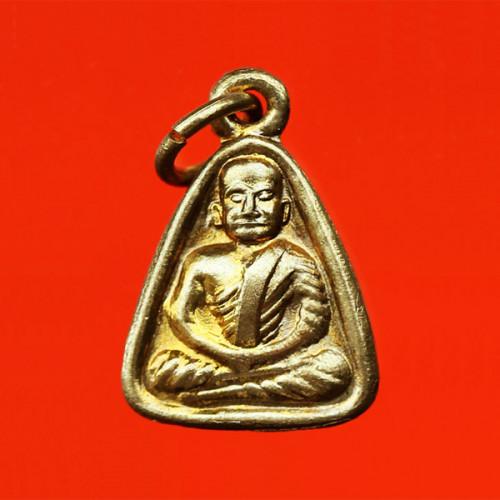 หลวงพ่อเงิน บางคลาน พิมพ์จอบเล็ก ปี 18 เนื้อทองเหลืองกะไหล่ทอง เก็บไว้อย่างดี สวย นิยม หายาก