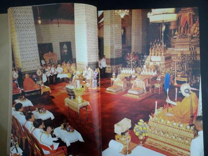 ปวงประชามหาปิติ สมุดภาพพระราชกรณียกิจ ครองราชย์ 60 ปี 3