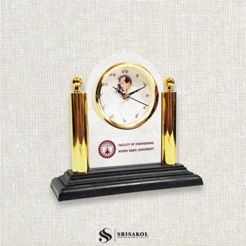 นาฬิกาตั้งโต๊ะ เรือนใส เสาคู่สีทอง รหัส A2104-13C หน้าปัด รูป ร.9