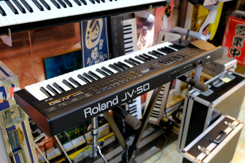 Roland JV-50 (MADE IN JAPAN) 61คีย์ซินธิไซเซ่อร์ 482เสียง 18ดรัมเซ็ต FDDมิดี้ในตัว ต่อคอมGM/GSคาราโอ