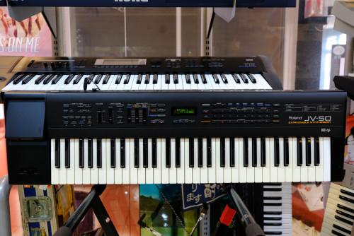 Roland JV-50 (MADE IN JAPAN) 61คีย์ซินธิไซเซ่อร์ 482เสียง 18ดรัมเซ็ต FDDมิดี้ในตัว ต่อคอมGM/GSคาราโอ 1