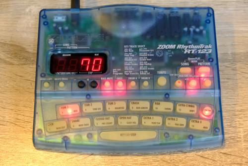 ZOOM RT-123 ฺBlue สีฟ้าLimitted ริทึ่มบอกซ์กลองไฟฟ้า เสียงกลองดีมาก เคาะแทนกลองจริง ตลกตีมุข โฟล๊คเล
