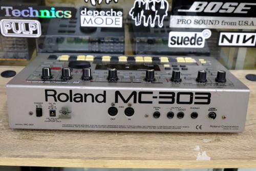 Roland MC-303 Groovebox (MADE IN JAPAN) กรู๊ฟบอกซ์รุ่นคลาสสิค Old Skool สำหรับนักสะสม 1