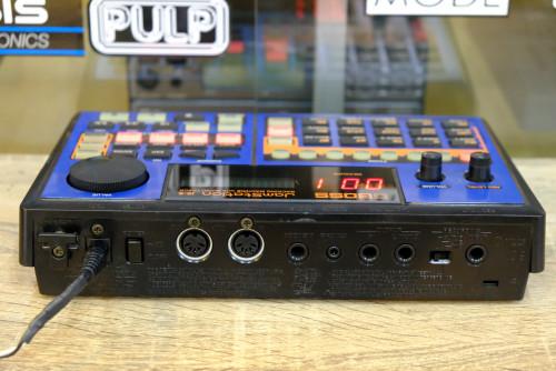 Roland JS-5 (MADE IN JAPAN) เครื่องแบคกิ้งแบบ4แทร็ค เซฟได้100เพลง แุถมเมม 16MB พร้อมอะแด๊ปเตอร์และคู 1