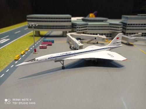 HW562720 1:400 Aeroflot TU-144S 1975 CCCP-77144  [Width 5 Length 13 Height 3.5 cms.]
