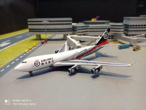 HW534222 1:500 SF Airlines 747-400ERF B-2422 [Width 13.5 Length 13.5 Height 3.5 cms.]