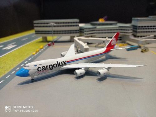 HW534895 1:500 Cargolux B747-8F LX-VCF Facemask  [Width 14 Length 15 Height 3.5 cms.]