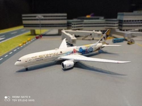HW534543 1:500 Etihad 787-9 Choose the USA A6-BLE [Width 12 Length 12.5 Height 3 cms.]