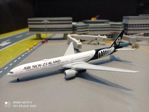 HW534536 1:500 Air New Zealand 777-300ER ZK-OKS [Width 13 Length 14.5 Height 3.5 cms.]