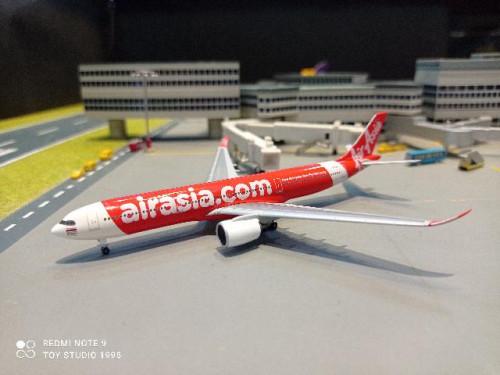 HW533980 1:500 Thai Air Asia X A330-900neo HS-XJA  1480 [Width 13 Length 12.5 Height 3.5 cms.]