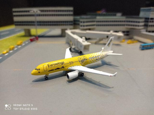 HW533560 1:500 Eurowings A320 Hertz 100 Years D-ABDU [Width 7 Length 7.5 Height 2.5 cms.]